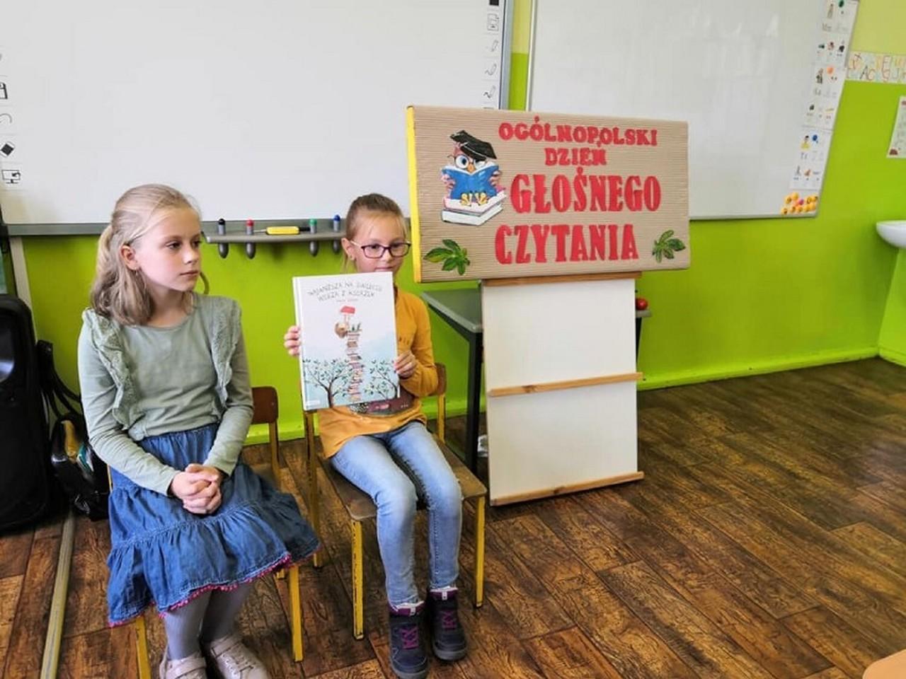 Dzień Głośnego Czytania w szkole w Smolicach [ZDJĘCIA] - Zdjęcie główne
