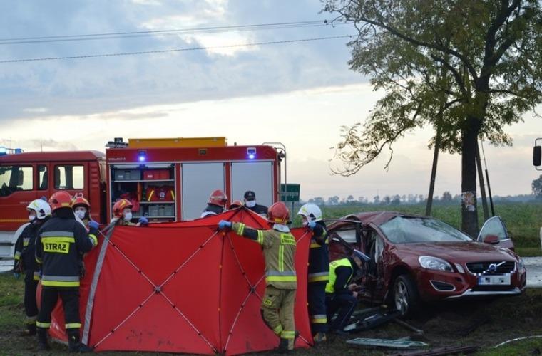 Kierujący TIR-em mieszkaniec powiatu krotoszyńskiego uderzył w osobówkę. 1 osoba nie żyje. - Zdjęcie główne