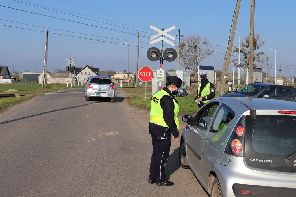 Krotoszyn. Policjanci zatrzymywali kierowców na przejazdach kolejowych [FOTO] - Zdjęcie główne