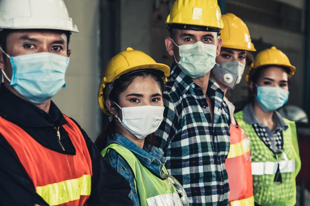 Bezpłatne urlopy lub zmiana stanowiska dla niezaszczepionych pracowników - Zdjęcie główne