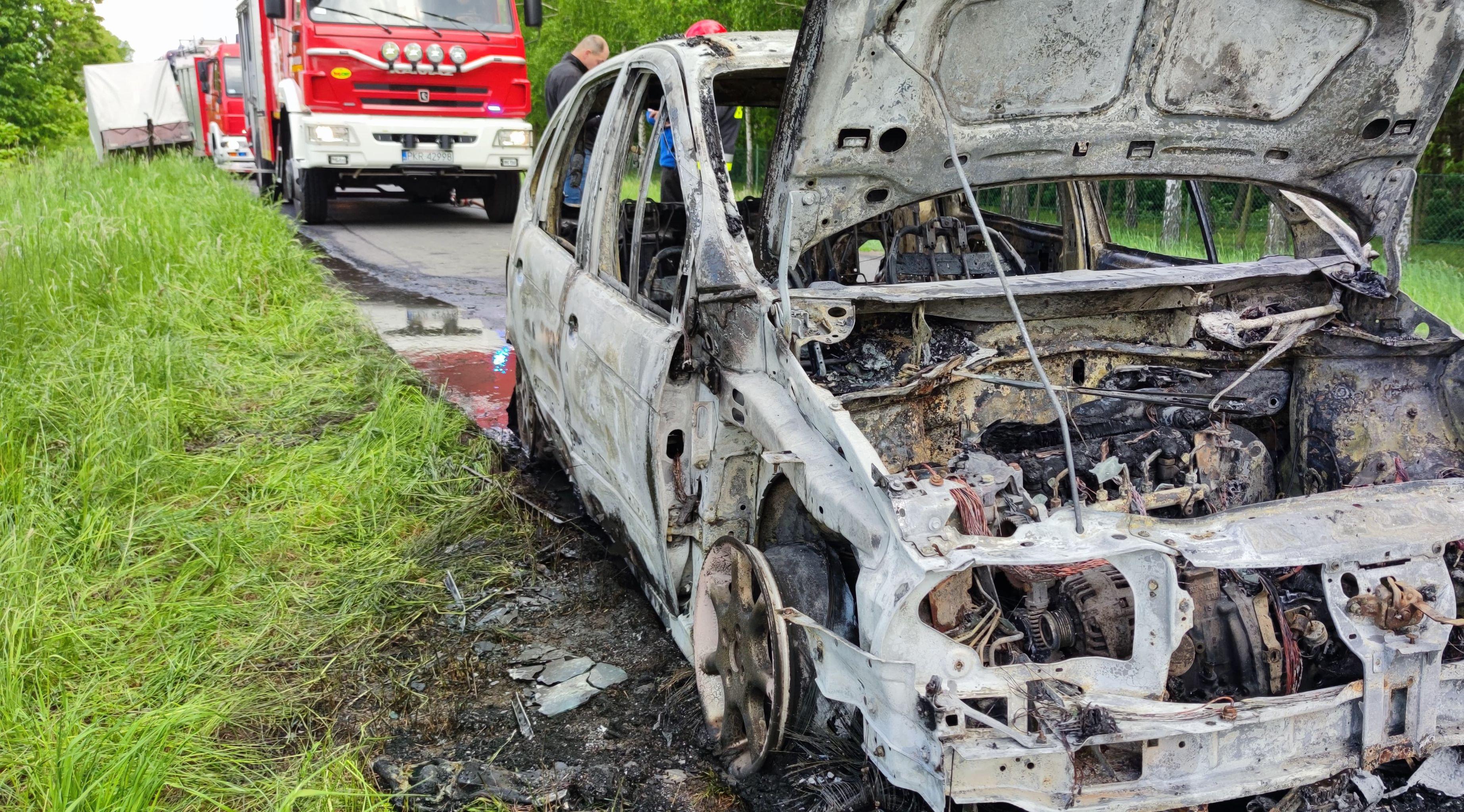 Gm. Koźmin Wlkp. Renault Scenic spłonął doszczętnie - Zdjęcie główne