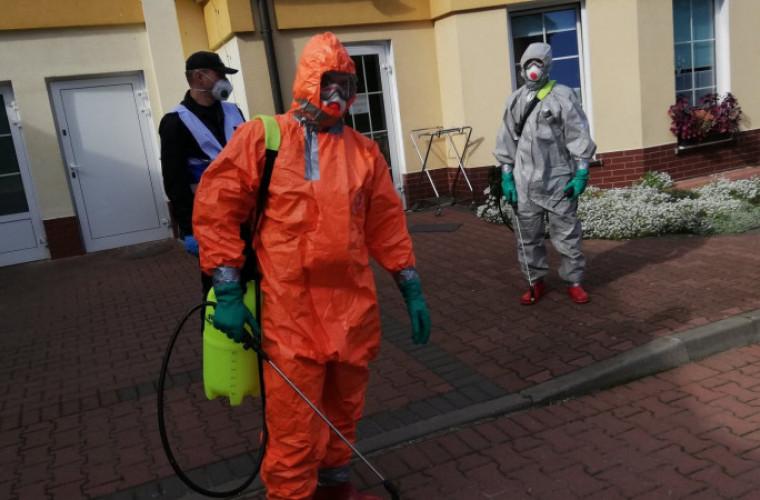 Powiat. Strażacy zdezynfekowali pomieszczenia w DPS Baszków [FOTO] - Zdjęcie główne