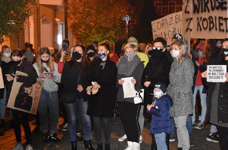 Krotoszyn. Dziś kolejny protest. Kobiety znów wyjdą na ulicę - Zdjęcie główne