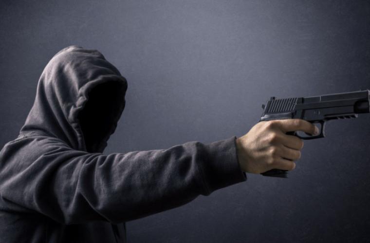 Gmina Rozdrażew. 45-latek groził rodzinie bronią. Oddał 3 strzały z pistoletu - Zdjęcie główne