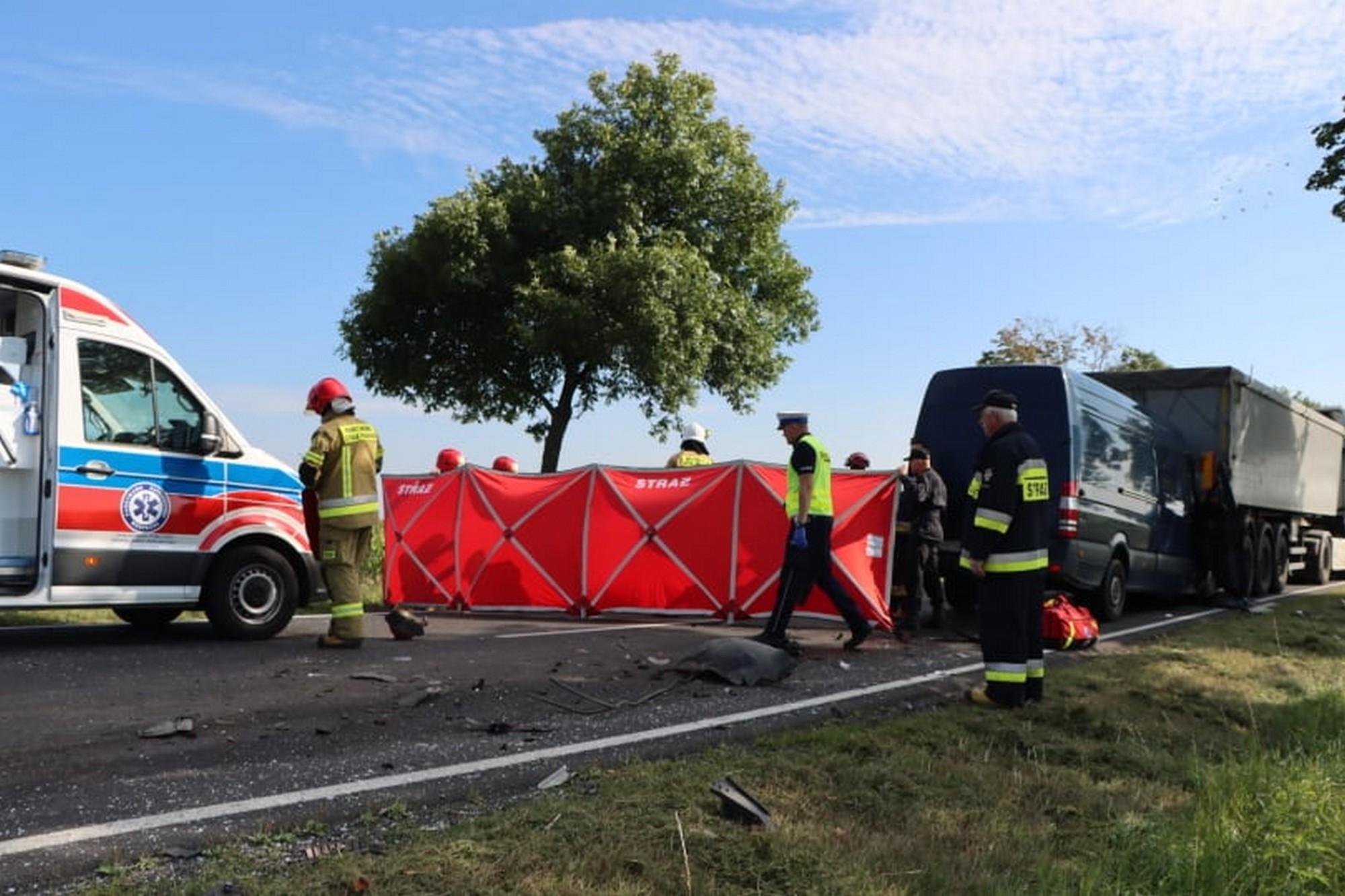 Wypadek na krajowej 36. Na miejscu lądował śmigłowiec LPR - Zdjęcie główne