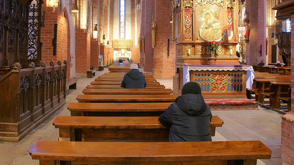 Kościół sprawdzi ilu katolików chodzi na msze - Zdjęcie główne