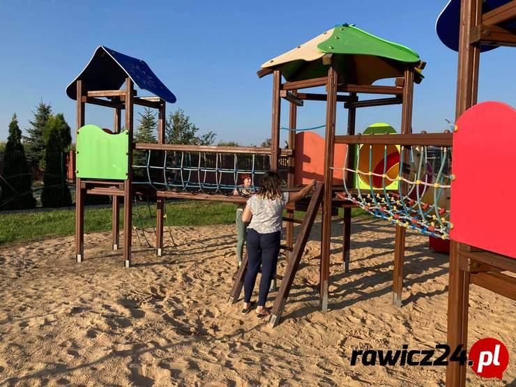 Pakosław. Mieszkańcy realizują projekty upiększające wsie - Zdjęcie główne