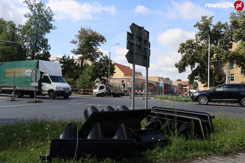 Kolejny etap budowy ronda w Rawiczu - kolejne utrudnienia - Zdjęcie główne