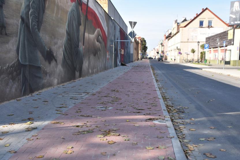 Wykonawca musiał rozebrać ułożoną ścieżkę na ul. 17 Stycznia w Rawiczu - Zdjęcie główne