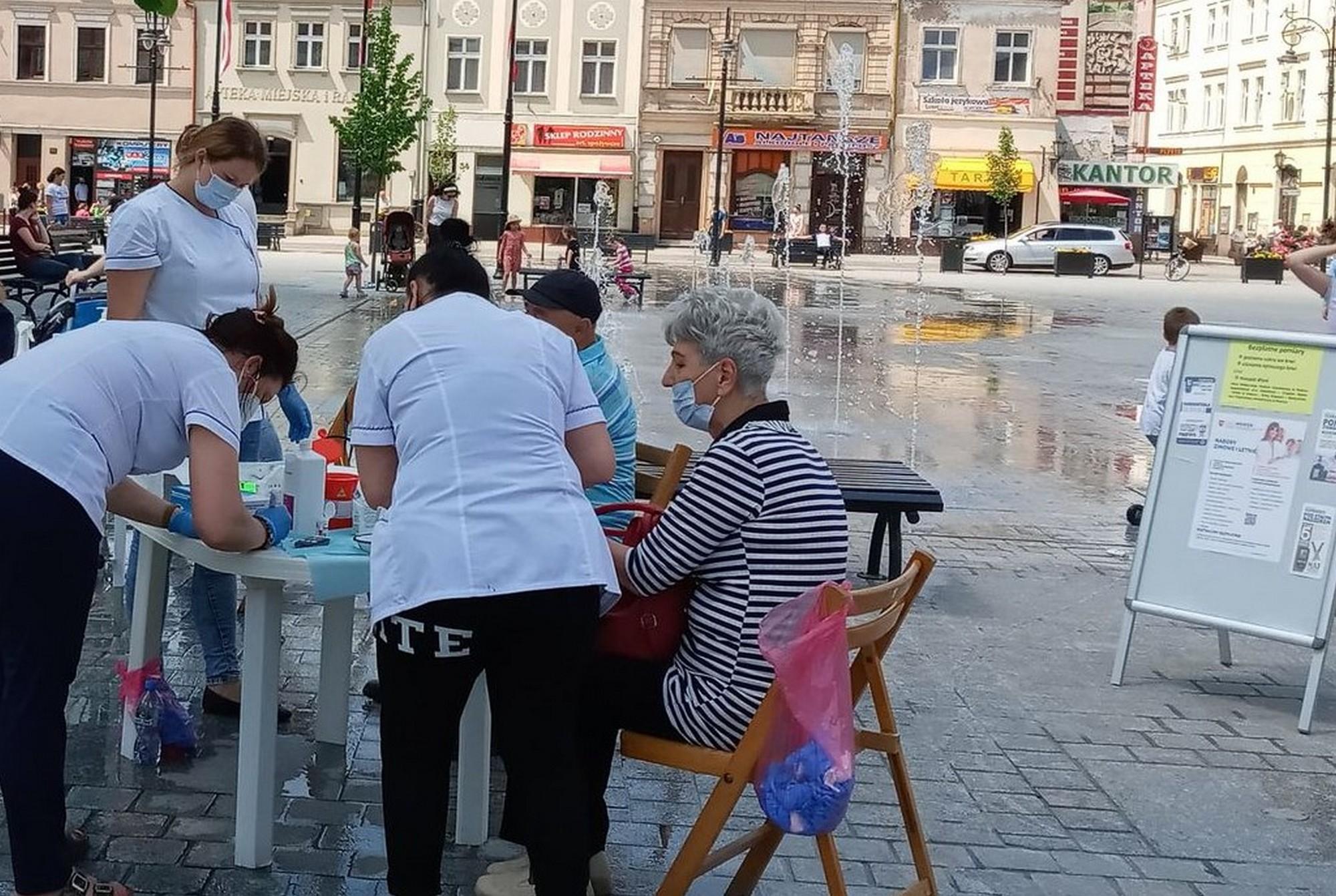 Na ulicach miasta badali ciśnienie i poziom cukru - Zdjęcie główne
