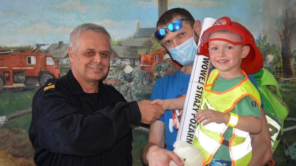 Wygrał licytację. Z synem poznał tajniki pracy rawickich strażaków [ZDJĘCIA] - Zdjęcie główne