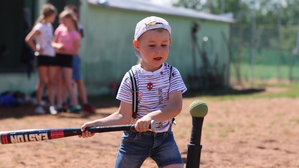 Miejska Górka. Dzień baseballu bez alkoholu. Wspólna zabawa dzieci i dorosłych [ZDJĘCIA] - Zdjęcie główne