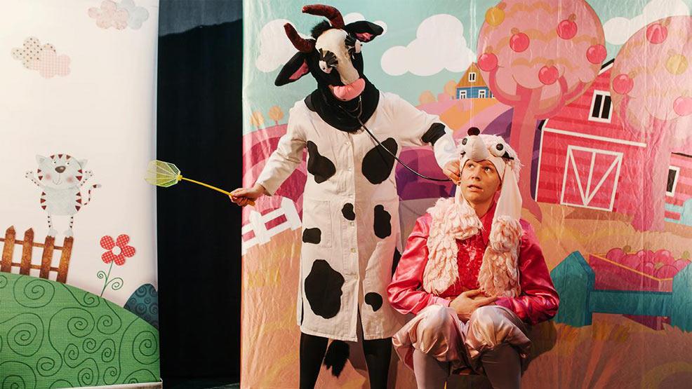 Przedstawienie dla dzieci w parku domu kultury - Zdjęcie główne