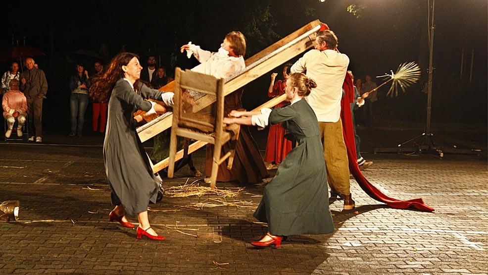 Muzyka elektroniczna i brawurowy spektakl Teatru Biuro Podróży - Zdjęcie główne