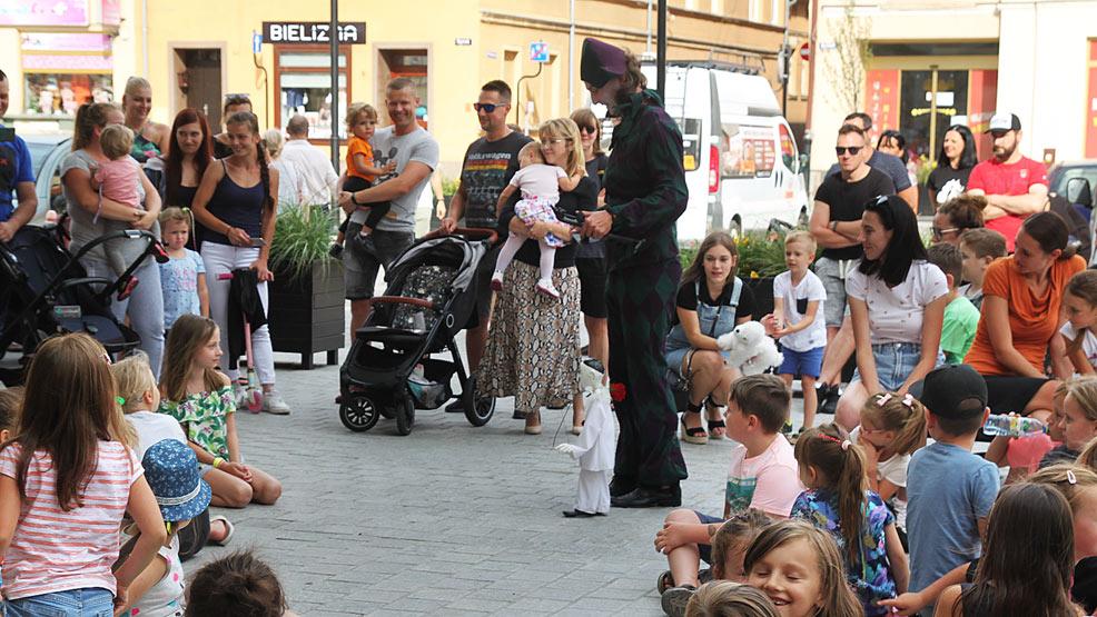 Marionetkowy zawrót głowy na rawickim rynku - Zdjęcie główne