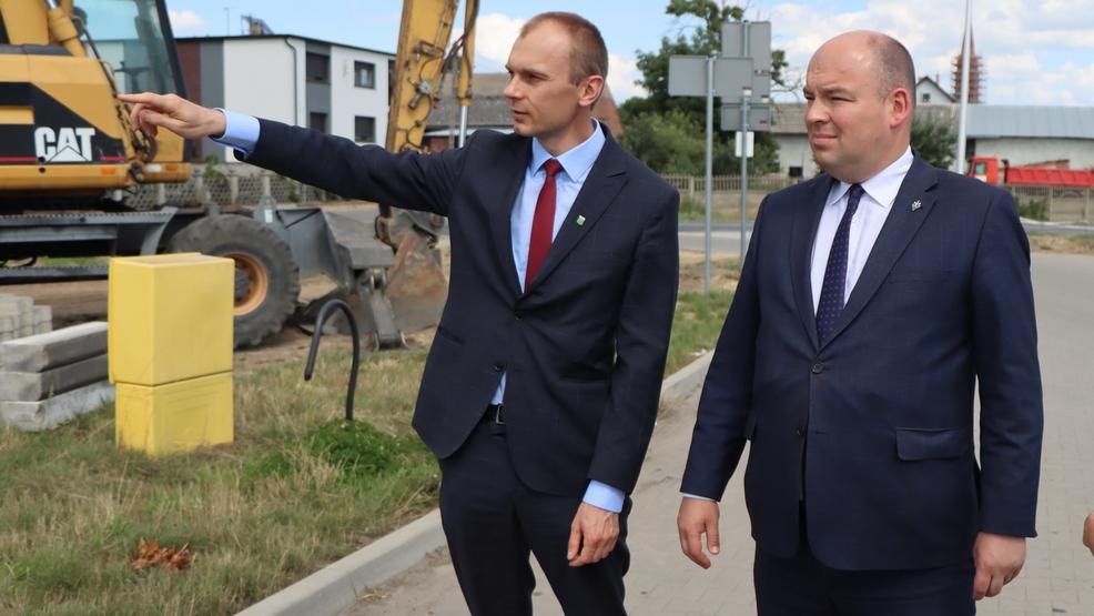 Pakosław. Minister przyjechał do Pakosławia. Przyglądał się inwestycjom [ZDJĘCIA] - Zdjęcie główne