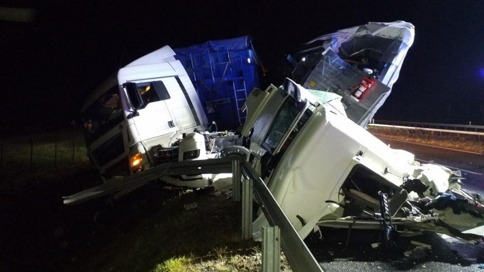 """Kraksa na S5. Relacja przejeżdżającego kierowcy: """"Wyglądało to koszmarnie. Cud, że nikt nie zginął"""" - Zdjęcie główne"""