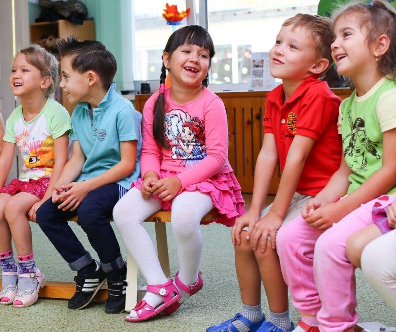 Rząd rozważa przedłużenie obostrzeń. Co  z przedszkolami, żłobkami i szkołami? - Zdjęcie główne