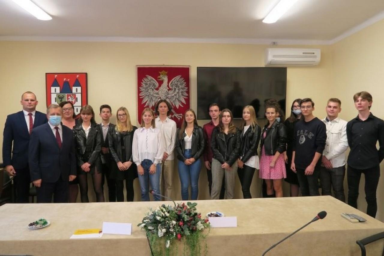 Stypendia dla najzdolniejszych uczniów z Gołuchowa [ZDJĘCIA] - Zdjęcie główne
