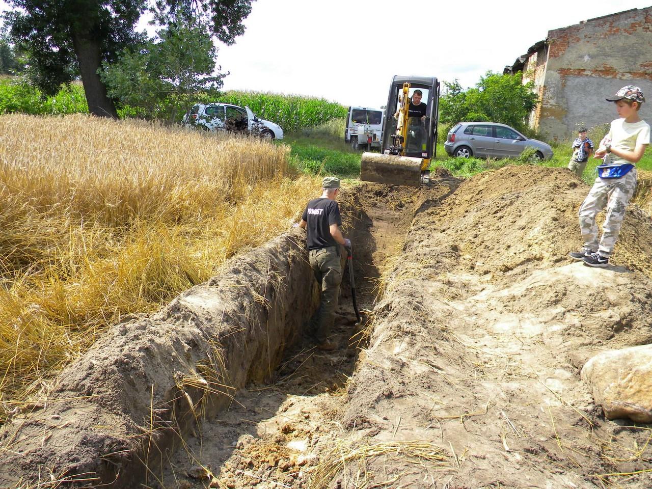 Odkryli szczątki dwóch mężczyzn na jednym z pól we Wszołowie. Kim byli? - Zdjęcie główne