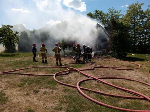 Pali się dom. Wybuchła butla z gazem. Ląduje helikopter LPR [ZDJĘCIA] - Zdjęcie główne