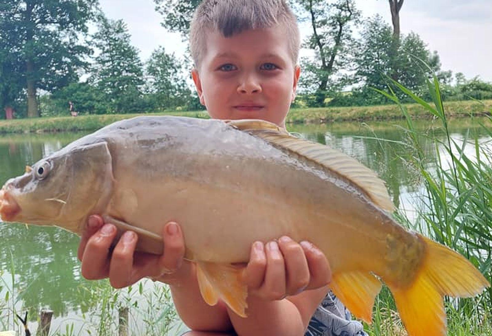Gmina Dobrzyca. Trzebowa. Młodzi wędkarze złapali taaaakie ryby! [ZDJĘCIA] - Zdjęcie główne