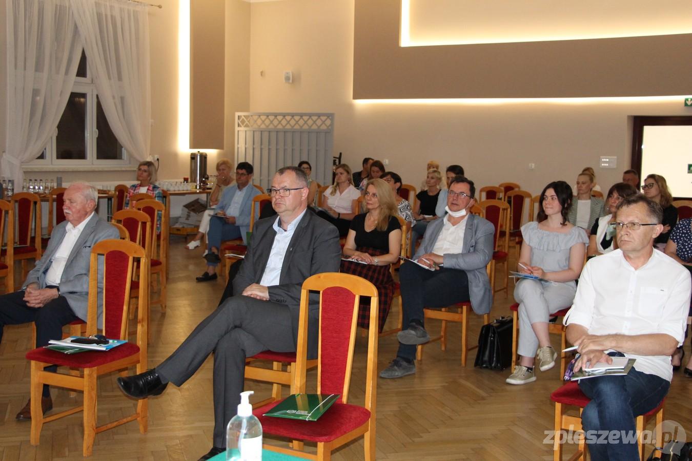 Pleszew. Konferencja w sprawie Krajowego Funduszu Szkoleniowego. Pracodawcy mogą liczyć na znaczne wsparcie - Zdjęcie główne