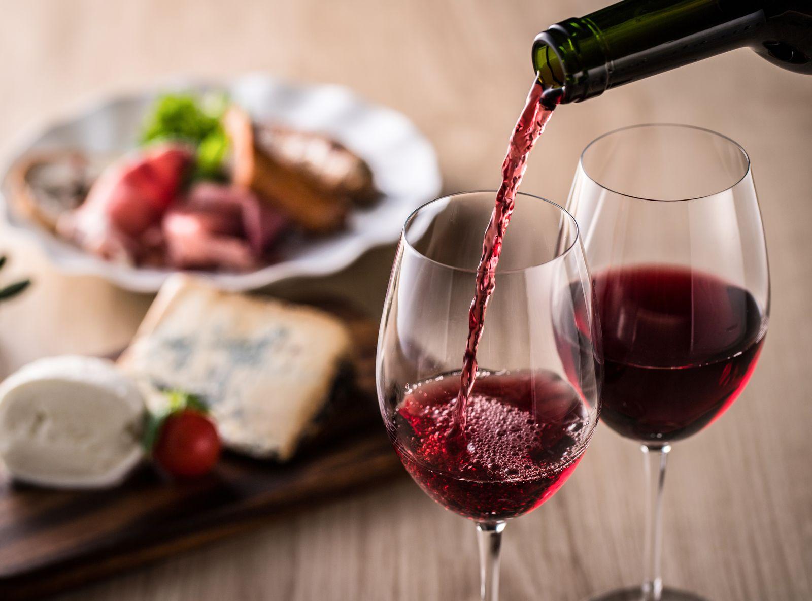 Pleszew. Radni zdecydowali: restauracje i puby będą zwolnione z opłat za zezwolenie na sprzedaż napojów alkoholowych - Zdjęcie główne