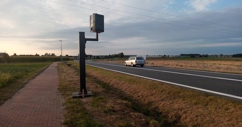 Gmina Gołuchów. Kościelna Wieś. Na drodze krajowej jest już nowy fotoradar - Zdjęcie główne