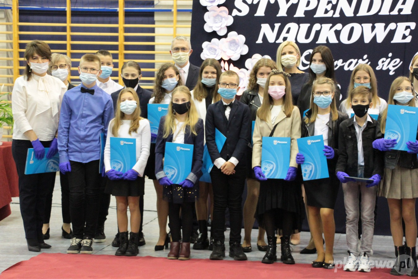Pleszewscy uczniowie otrzymali stypendia burmistrza [ZDJĘCIA] - Zdjęcie główne