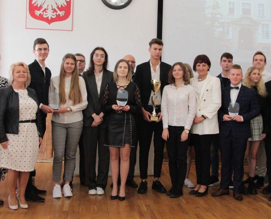 Powiat pleszewski. Tak rozpoczęto nowy rok szkolny w Liceum Ogólnokształcącym im. S. Staszica [ZDJĘCIA] - Zdjęcie główne