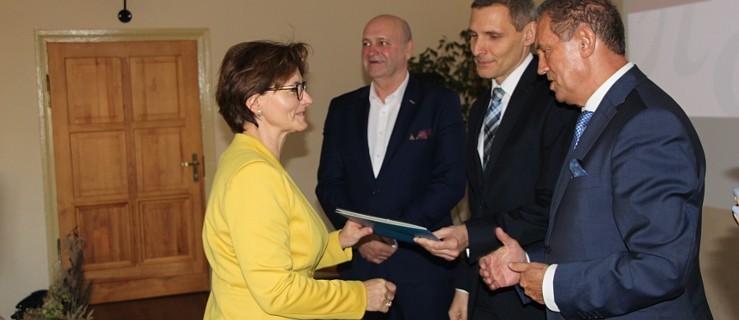 Gratulacje dla nauczycieli w cieniu niechcianej reformy [ZDJĘCIA] - Zdjęcie główne