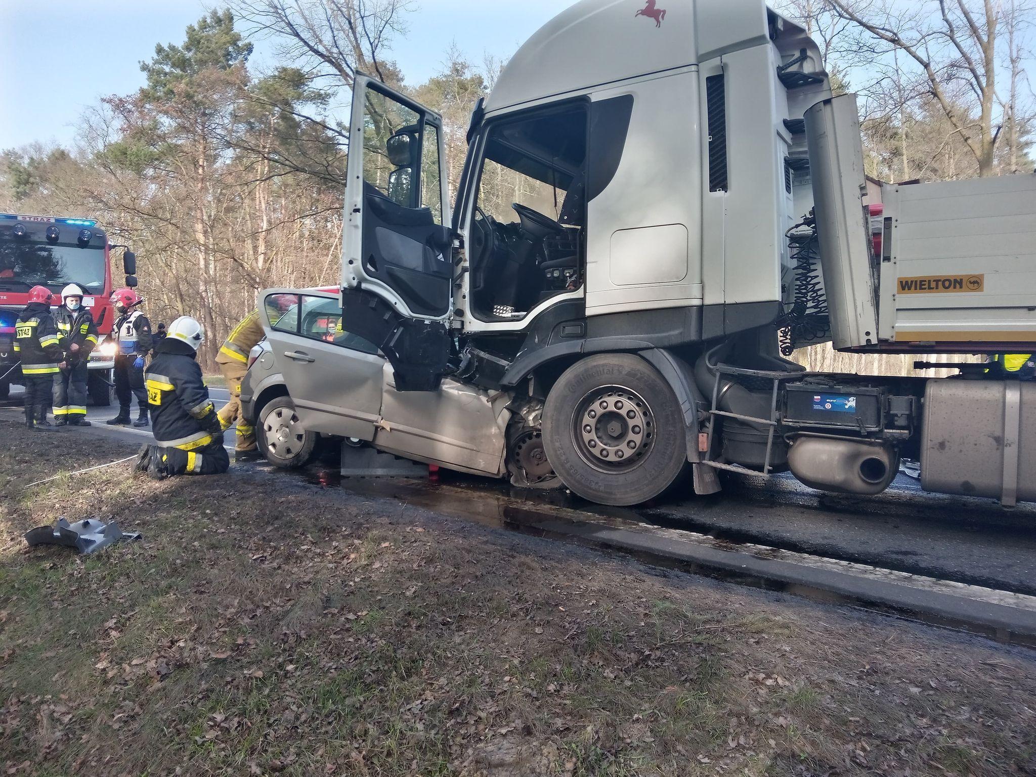 Powiat pleszewski. Tragiczny wypadek na drodze krajowej nr 12 - Zdjęcie główne