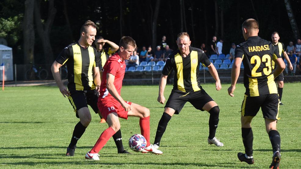 IV liga piłki nożnej. Udany rewanż LKS-u Gołuchów - Zdjęcie główne
