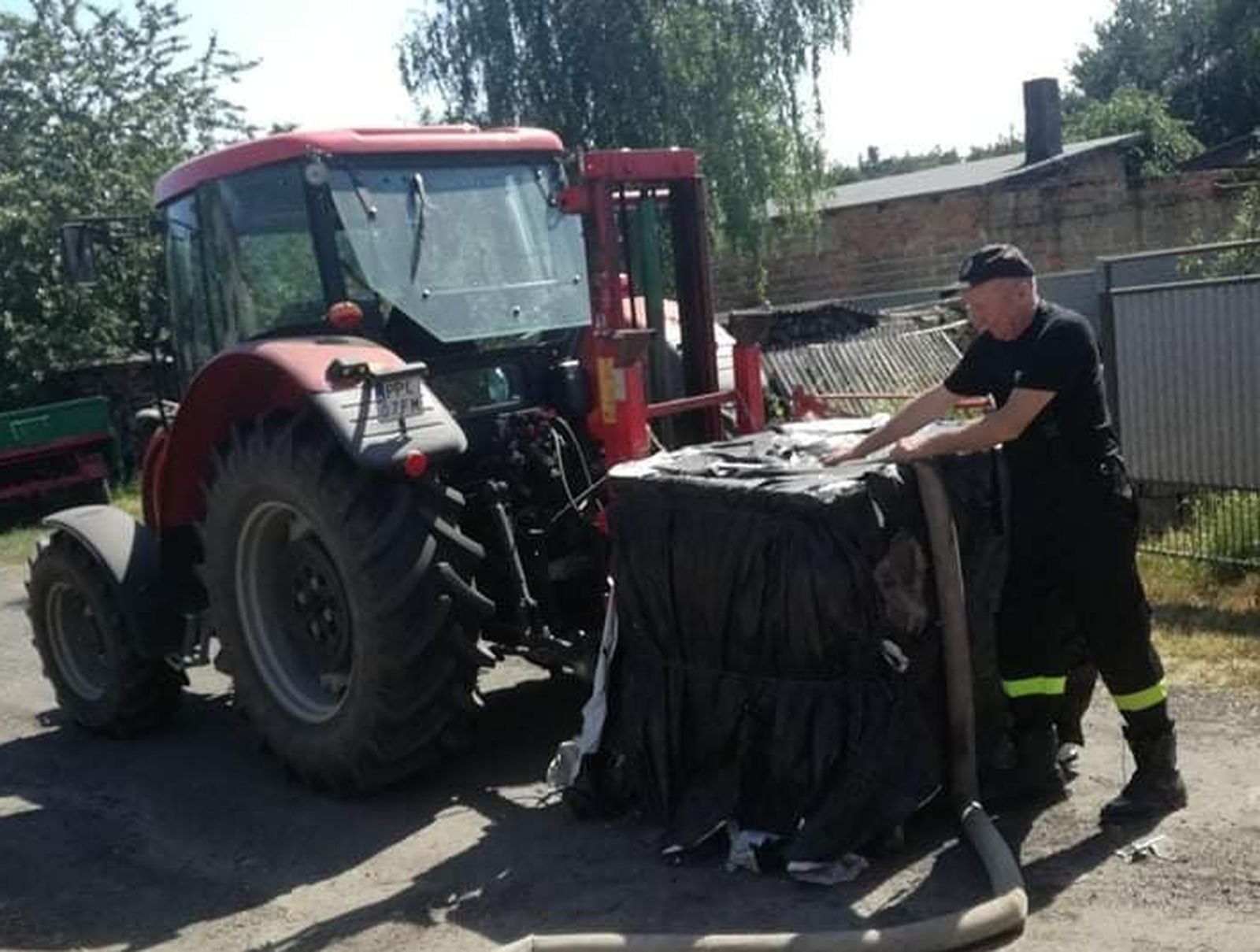 Pleszew. Problemy z wodą. W wielu miejscowościach wciąż jest trudno, pomagali strażacy. A burmistrz wydał ważną decyzję - Zdjęcie główne