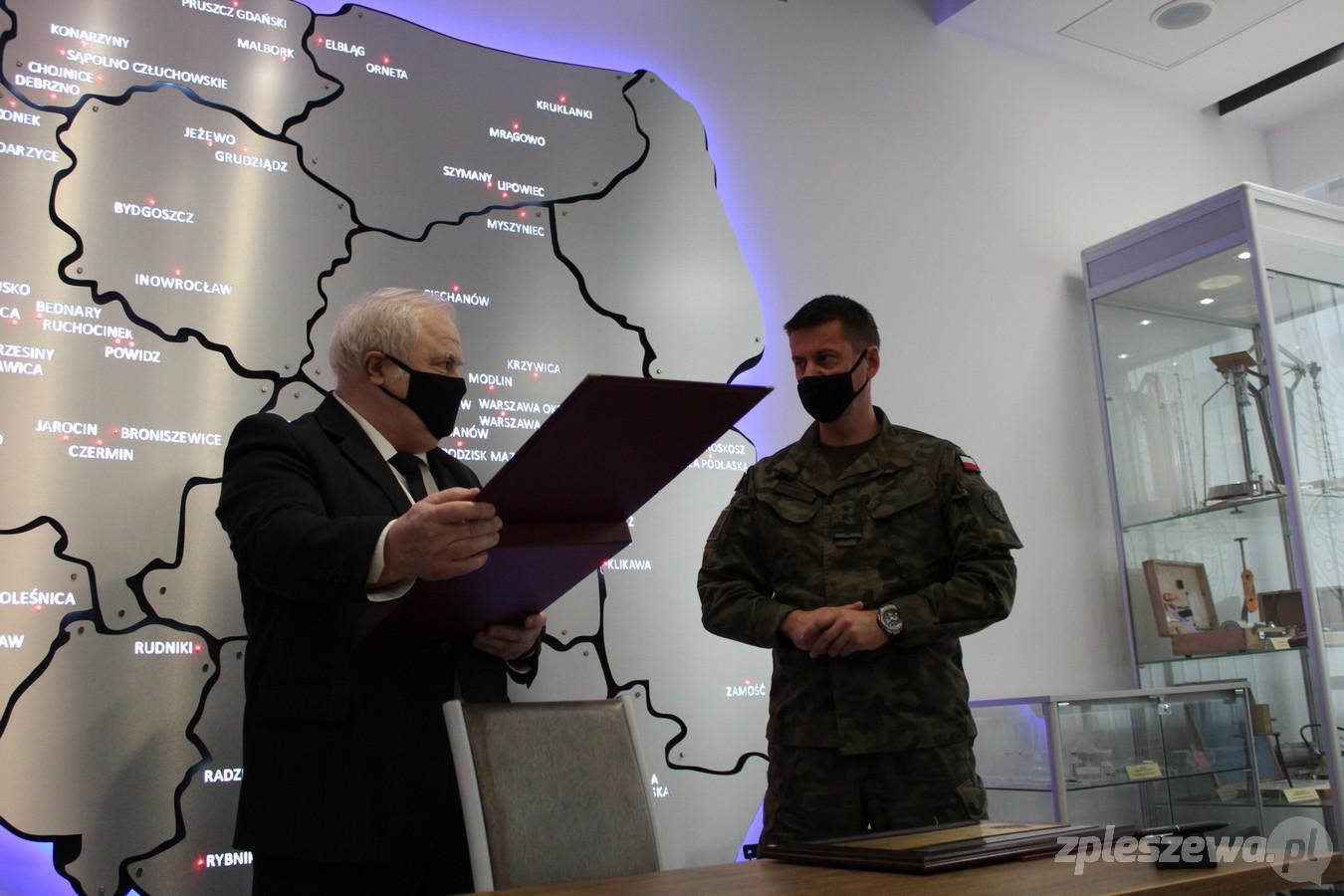 Centrum Kształcenia i Wychowania OHP w Pleszewie podpisało porozumienie o współpracy z 16. Jarocińskim Batalionem Remontu Lotnisk - Zdjęcie główne