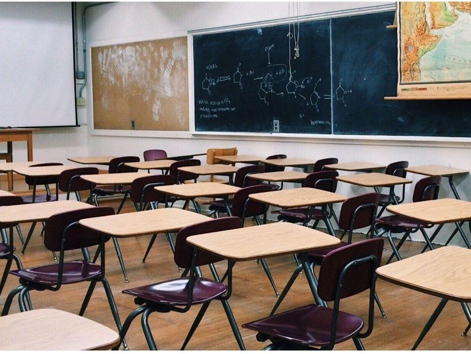 Powiat pleszewski. Alarmy bombowe w dwóch szkołach podstawowych  - Zdjęcie główne