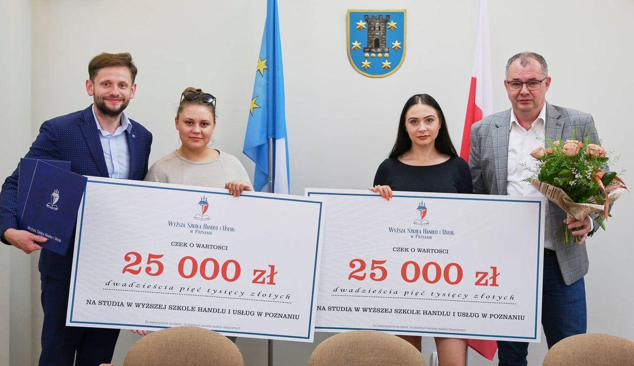 Klaudia i Joanna dostały po 25 tysięcy złotych na opłacenie studiów  - Zdjęcie główne