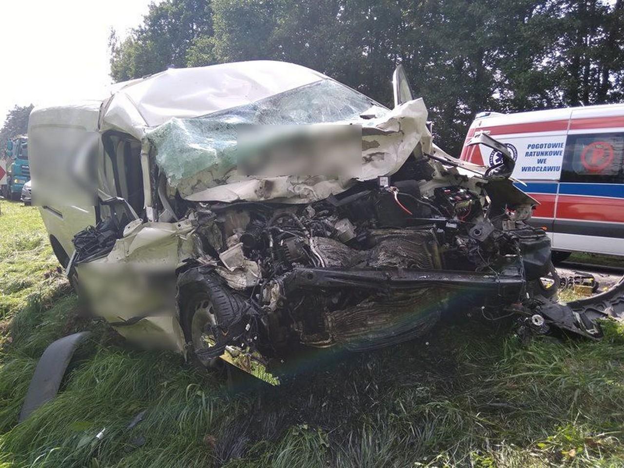 Wypadek na DK 15. Zderzenie osobówki z tirem - Zdjęcie główne