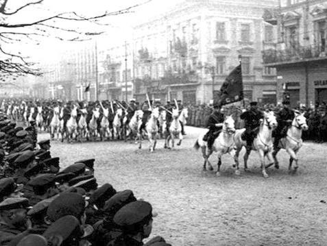 """Rocznica 17 września 1939. Historyk: """"Wojna na dwa fronty byłaby samobójstwem"""" - Zdjęcie główne"""