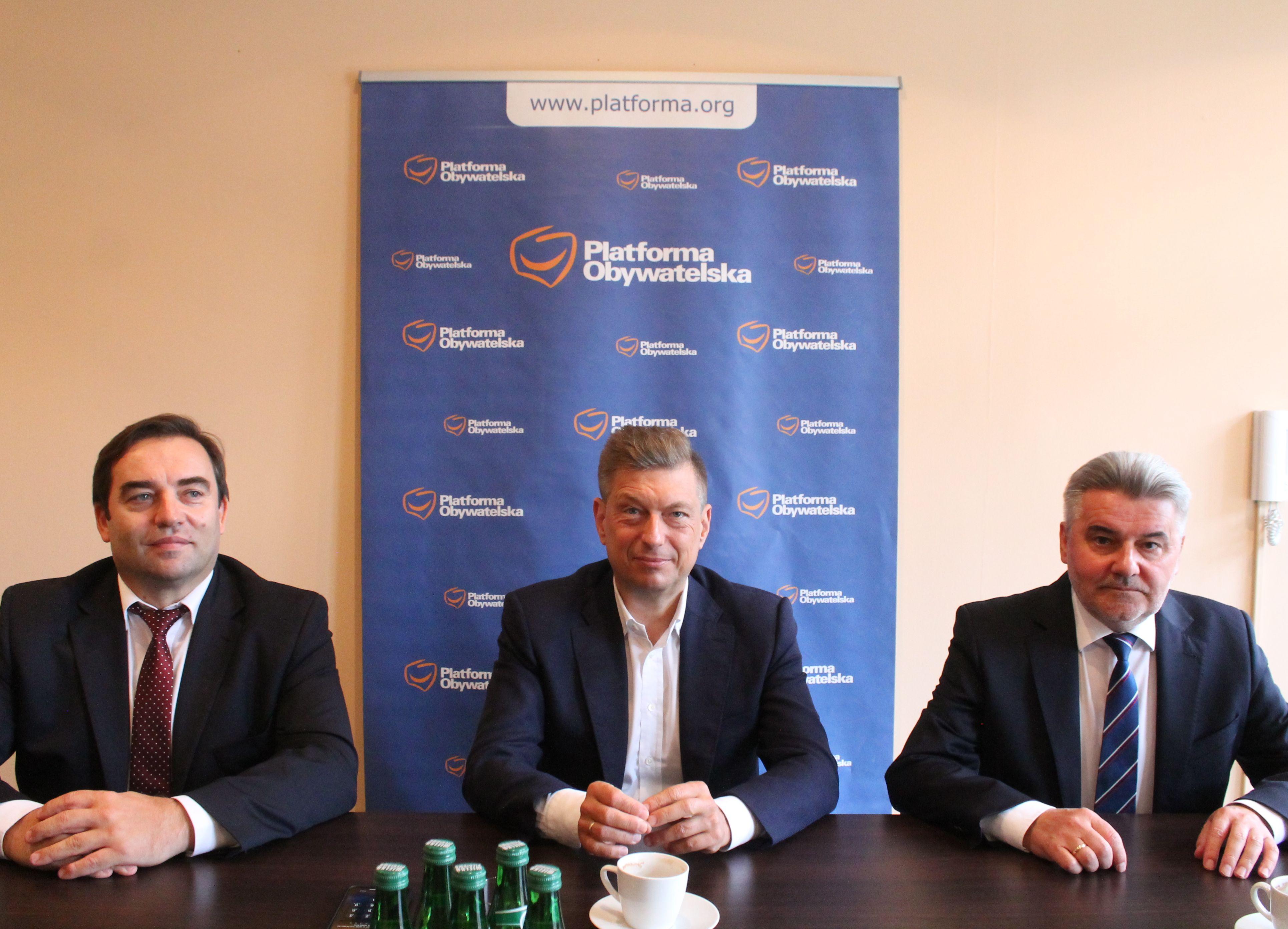 Posłowie Koalicji Obywatelskiej w Pleszewie: lex TVN to zamach na wolność słowa - Zdjęcie główne