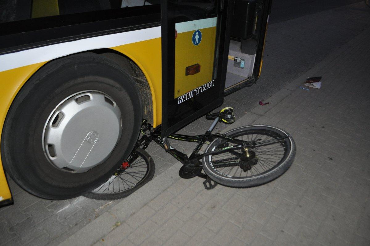 Pleszew. Szok! Pijany mężczyzna rzucił w autobus... rowerem - Zdjęcie główne