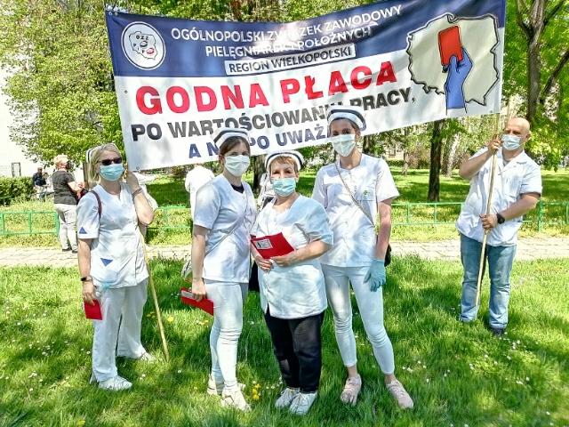 Pleszewskie pielęgniarki i położne strajkują  w Warszawie   - Zdjęcie główne