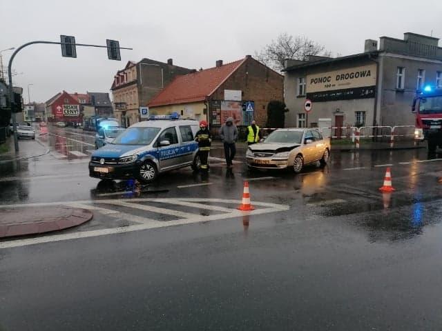 Pleszew. Auto osobowe zderzyło się z radiowozem - Zdjęcie główne