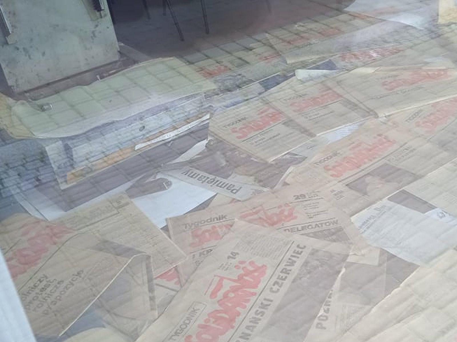 """Pleszew. Wystawa w biurze PiS z okazji 41-lecia """"Solidarności"""" - Zdjęcie główne"""