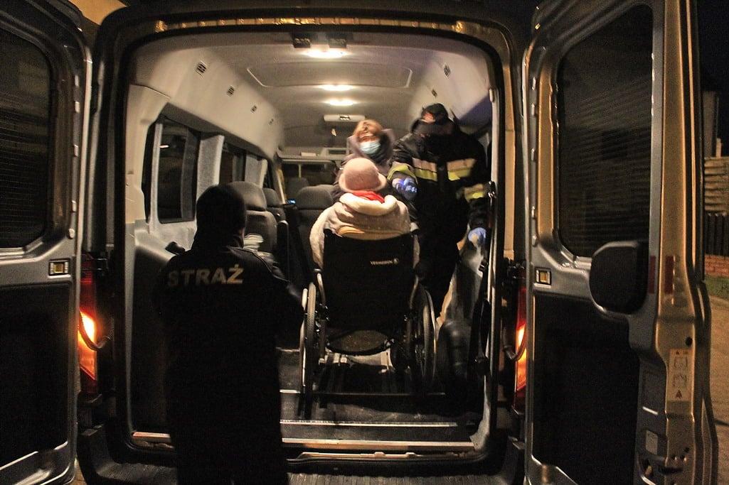 Pleszew. Czermin. Broniszewice. Strażacy pomagają przy szczepieniach - Zdjęcie główne