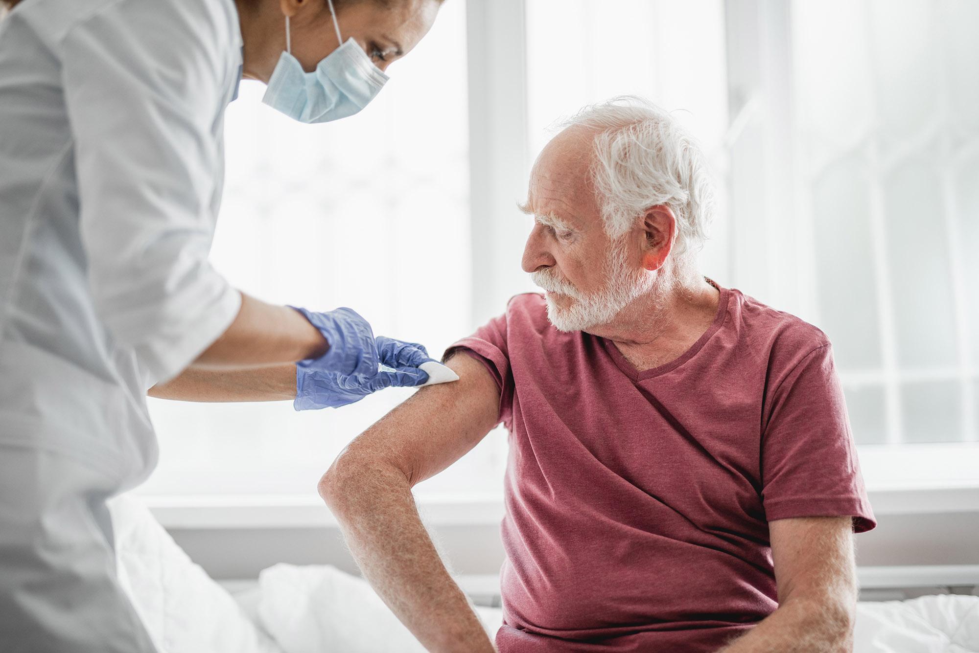 Ruszył nowy sposób rejestracji na szczepienia przeciwko koronawirusowi. Wystarczy wysłać SMS - Zdjęcie główne