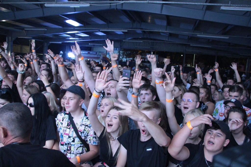 Setki młodych osób bawiło się na Reverse Festival Pleszew 2021 [ZDJĘCIA, WIDEO] - Zdjęcie główne