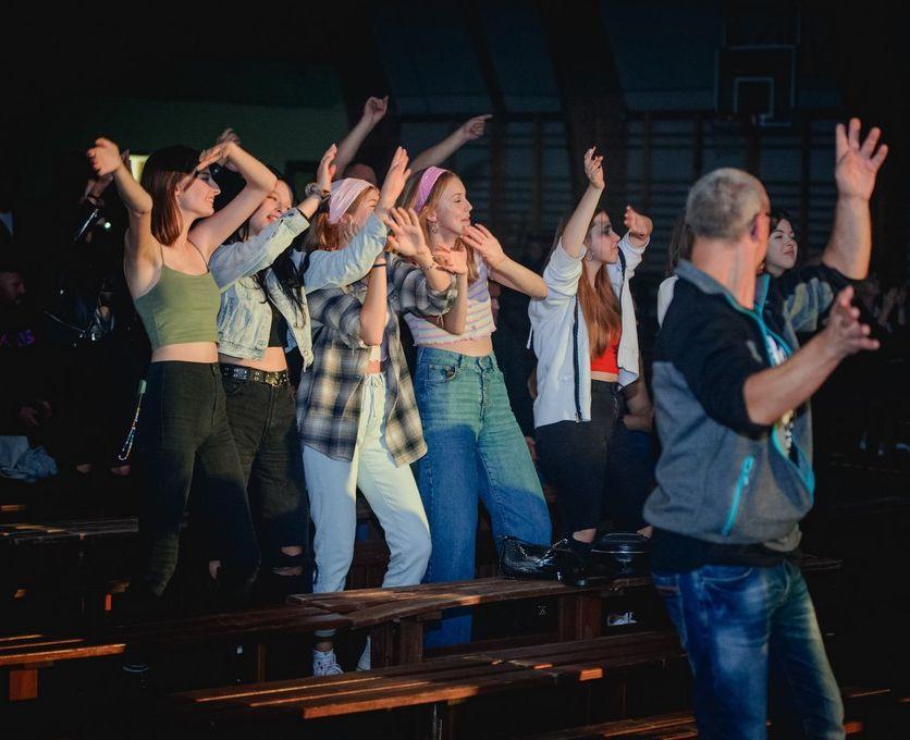 Prorock i Loka na scenie. Tak bawili się w Dobrzycy na koncertach! [ZDJĘCIA] - Zdjęcie główne
