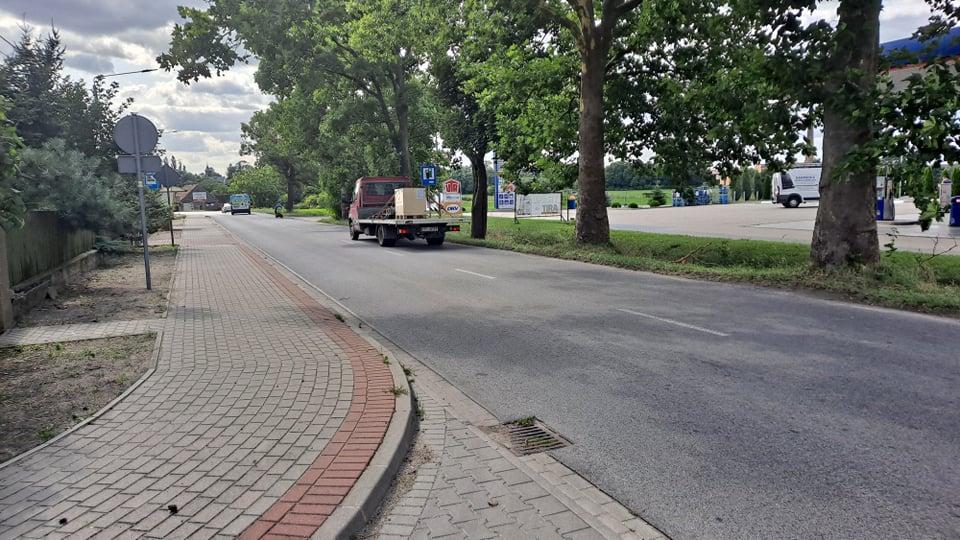 Dobrzyca. Czy na ul. Pleszewskiej powstanie nowe przejście? - Tutaj auta pędzą czasami jak szalone! – alarmują ludzie - Zdjęcie główne